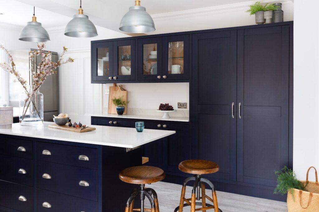 Dark blue kitchen cabinet trend